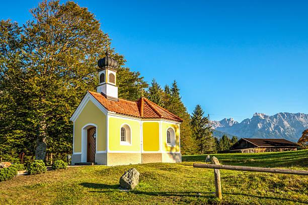 Germany, Kruen, Chapel Maria Rast on hump-meadow at Way of St. James:スマホ壁紙(壁紙.com)