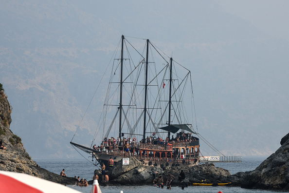 Tourboat「Turkish Resort Towns Swell Following Eid al-Adha Bayram」:写真・画像(9)[壁紙.com]
