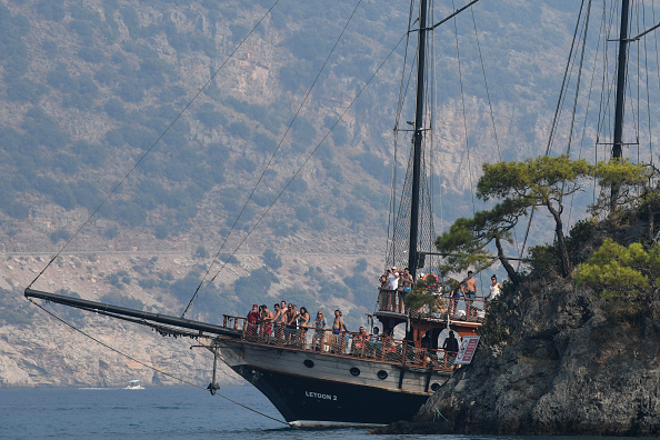 Tourboat「Turkish Resort Towns Swell Following Eid al-Adha Bayram」:写真・画像(10)[壁紙.com]