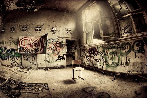Teenager「Old dark ruin」:スマホ壁紙(2)
