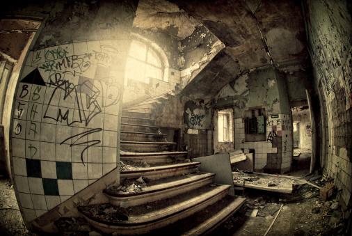 Teenager「Old dark ruin」:スマホ壁紙(1)