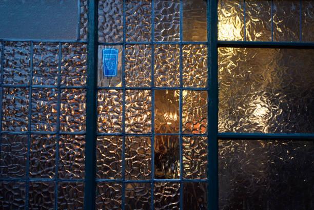 Pub window, UK:ニュース(壁紙.com)