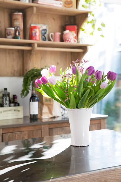Bunch of tulips on kitchen counter:スマホ壁紙(壁紙.com)