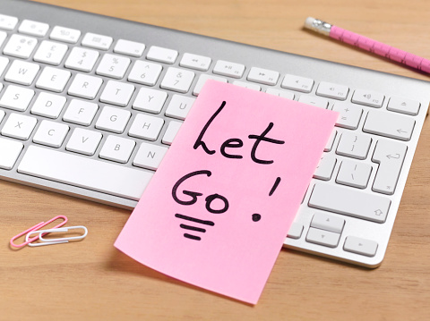 Adhesive Note「redundant employee let go at work」:スマホ壁紙(12)