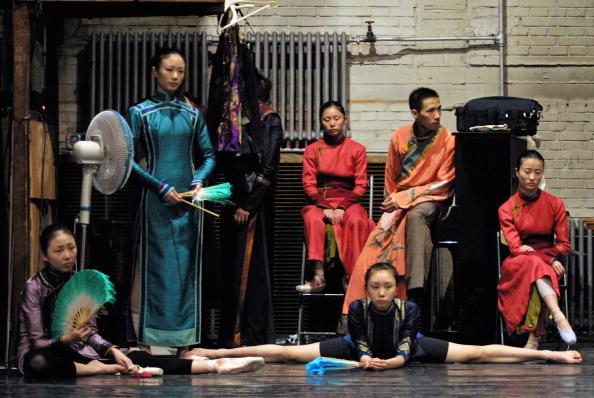 """Natalie Behring「Chinese Ballerinas Dance In Rehearsal For """"Raise The Red Lantern""""」:写真・画像(3)[壁紙.com]"""