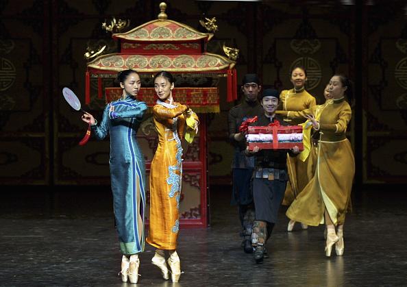 """Natalie Behring「Chinese Ballerinas Dance In Rehearsal For """"Raise The Red Lantern""""」:写真・画像(2)[壁紙.com]"""