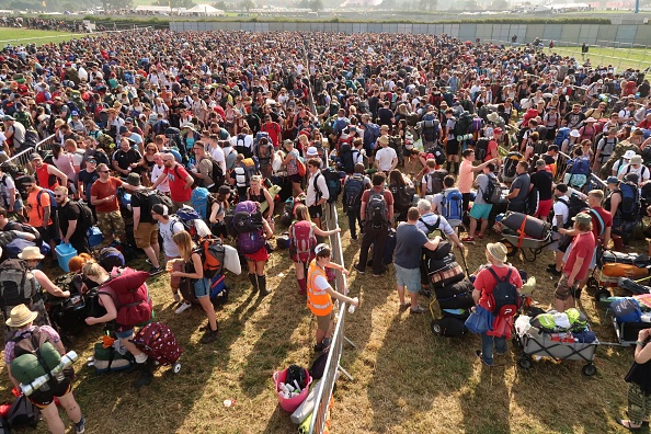 Waiting In Line「Gates Open For Glastonbury Festival 2017」:写真・画像(3)[壁紙.com]