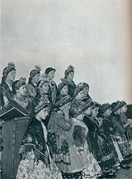 Copy Space「'Hungarian Peasant Girls Singing in Church', c1932. Artist: Rudolf Balogh.」:写真・画像(9)[壁紙.com]