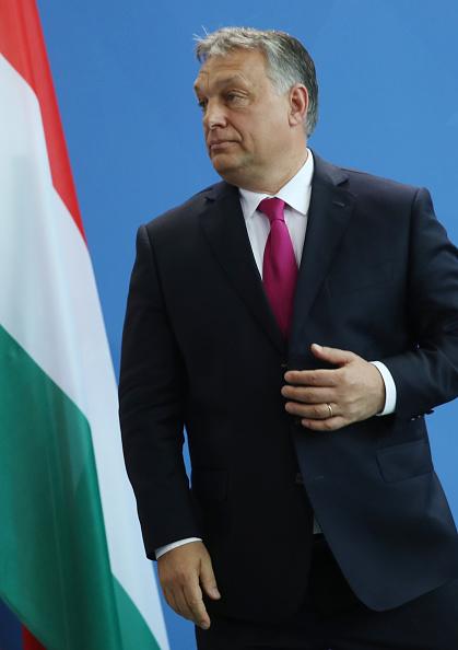 記章「Viktor Orban Meets With Angela Merkel In Berlin」:写真・画像(16)[壁紙.com]