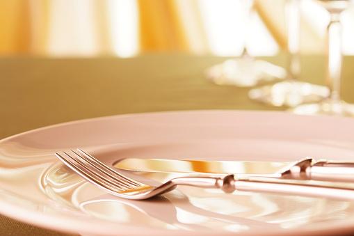 フォーク「エレガントなディナーテーブルのセッティング」:スマホ壁紙(1)