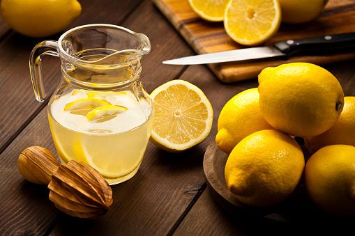 Lemonade「Preparing infused lemon detox drink」:スマホ壁紙(17)