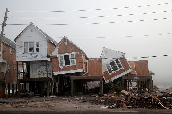 Scott Olson「Recovery Efforts Continue In Hurricane-Ravaged Florida Panhandle」:写真・画像(19)[壁紙.com]