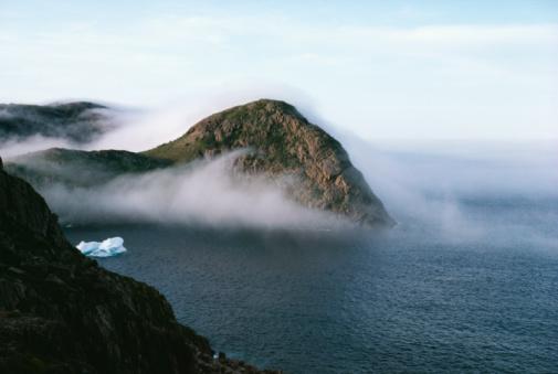Surrounding「Fog surrounding rocks in ocean, Newfoundland, Canada」:スマホ壁紙(3)