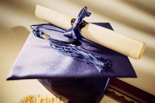 Graduation「Diploma resting on graduation cap」:スマホ壁紙(14)