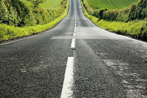 Road Marking「Straight Downhill」:スマホ壁紙(2)