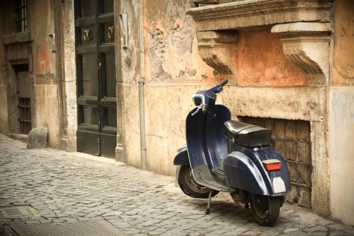 Side View「Scooter scene in Rome, Italy」:スマホ壁紙(4)