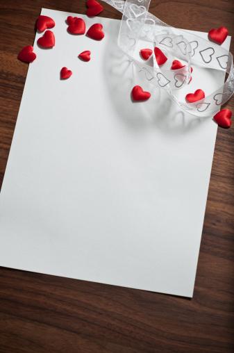 バレンタイン「愛の手紙を書く」:スマホ壁紙(4)