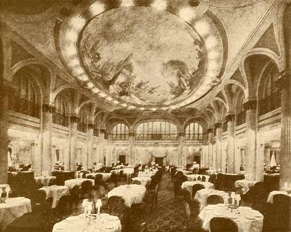 Dining Room「The Lavishly Decorated Main Dining Saloon Of The 'Leviathan'」:写真・画像(4)[壁紙.com]