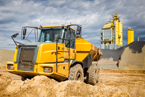 Road Construction「The yellow dump truck on the construction of highway」:スマホ壁紙(2)