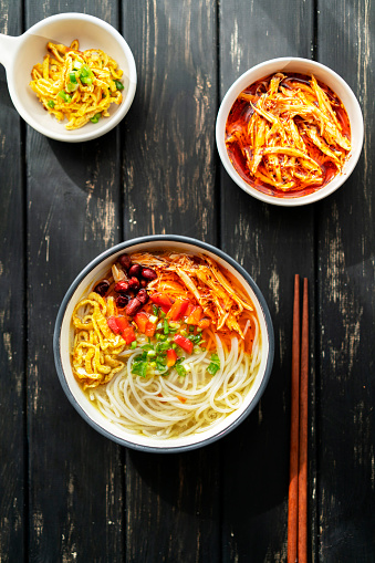 Chili Sauce「rice noodles with spicy shredded chicken meat gravy」:スマホ壁紙(10)
