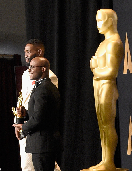 Best Screenplay Award「89th Annual Academy Awards - Press Room」:写真・画像(12)[壁紙.com]