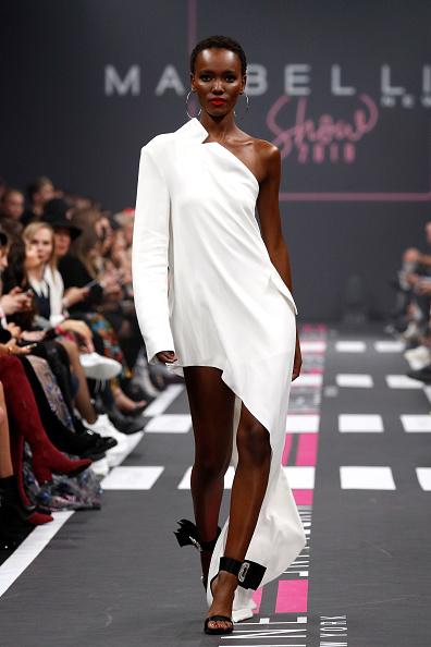 Asymmetric Clothing「Maybelline New York Show - Berlin Fashion Week Autumn/Winter 2019」:写真・画像(15)[壁紙.com]