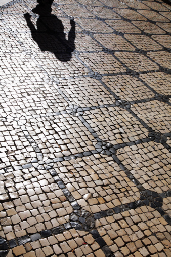 Unrecognizable Person「Old Lisbon street」:スマホ壁紙(6)