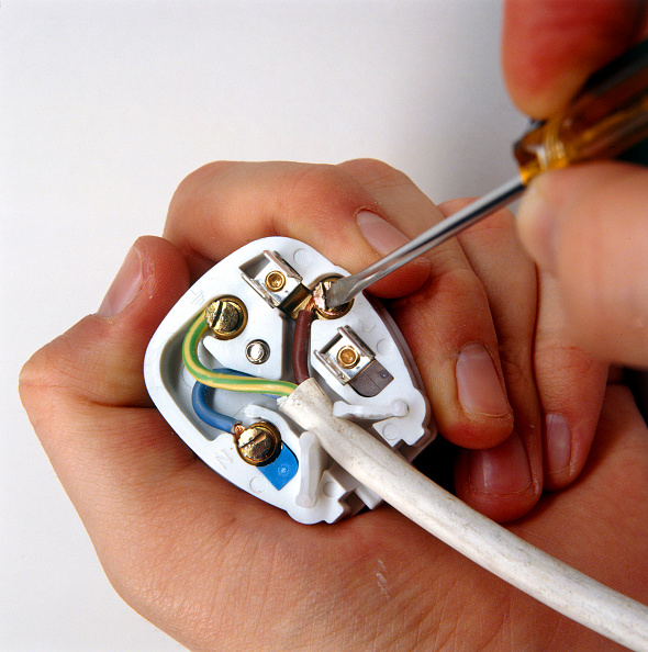 Cable「Wiring a three pin plug」:写真・画像(9)[壁紙.com]