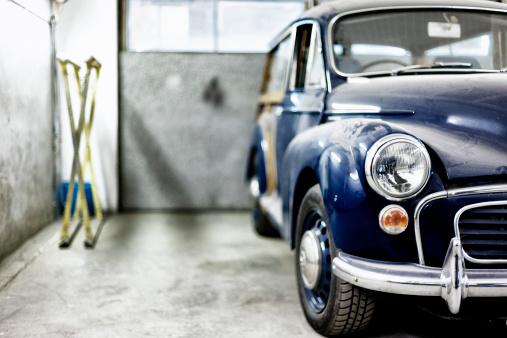 Garage「Classic Morris Minor Traveller」:スマホ壁紙(10)