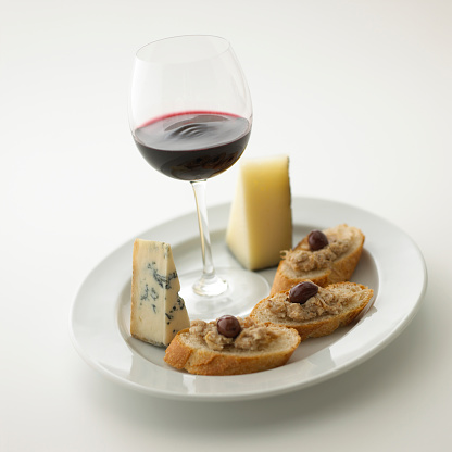 Plate「Glass of red wine and plate of cheese and bread, white background」:スマホ壁紙(12)