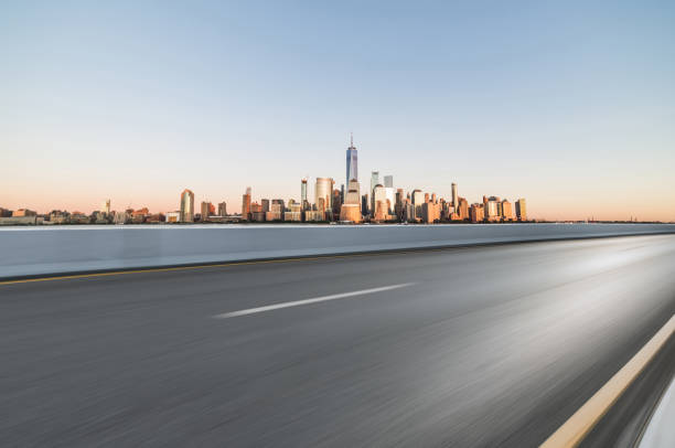 Asphalt Road in front of City Manhattan:スマホ壁紙(壁紙.com)