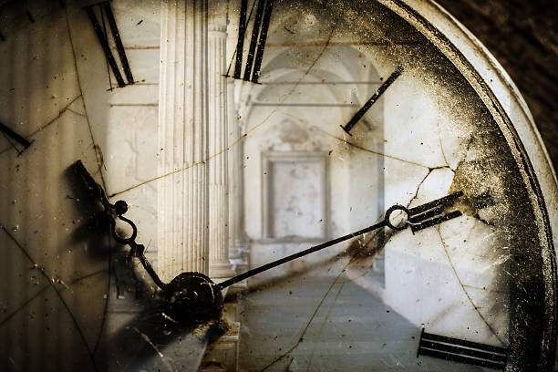 Double exposure of antique pocket watch and old architecture:スマホ壁紙(壁紙.com)