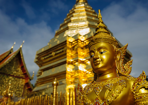 仏像「Thailand, Chiang Mai, temple Wat Phra That Doi Suthep, ornate golden statue and chedi」:スマホ壁紙(18)