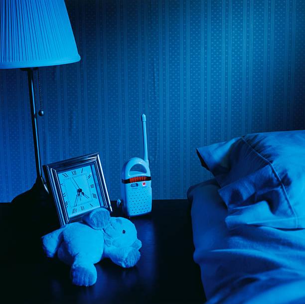 Baby Monitor on Night Table:スマホ壁紙(壁紙.com)