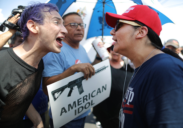 Protestor「22 Dead And 26 Injured In Mass Shooting At Shopping Center In El Paso」:写真・画像(11)[壁紙.com]