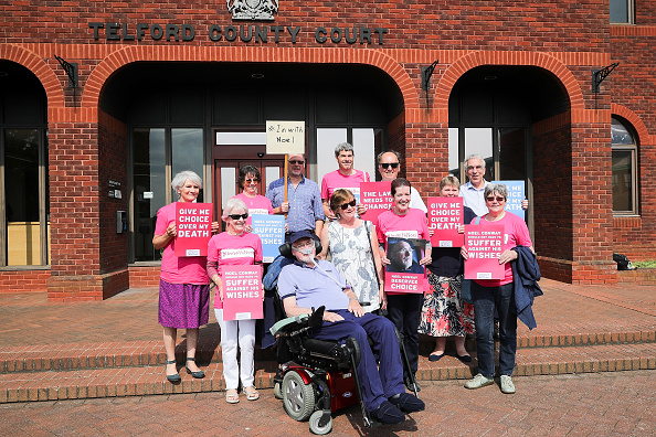 Christopher Furlong「Terminally Ill Assisted Dying Campaigner Noel Conway Awaits Outcome Of Judicial Review」:写真・画像(3)[壁紙.com]