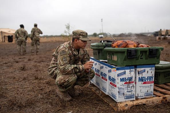ベストオブ「Troops Deployed To U.S. Mexican Border In Texas Celebrate Thanksgiving」:写真・画像(17)[壁紙.com]