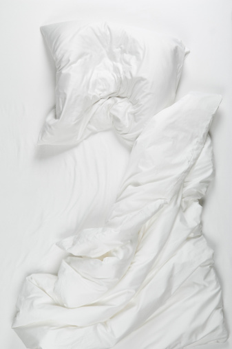 High Angle View「Messy bed in morning」:スマホ壁紙(13)