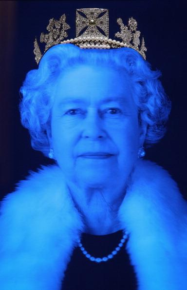 Representing「The Queen's Jeweller Aspreys And Artist Chris Levine Unveil A New Diadem Holding Over 1000 Diamonds」:写真・画像(13)[壁紙.com]