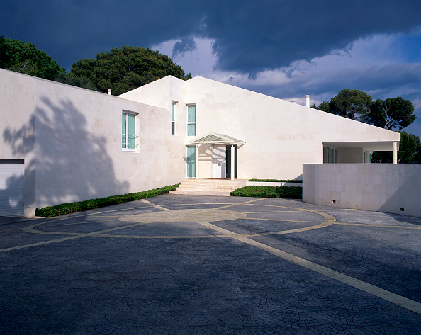 Sunny「View of a house painted in white」:写真・画像(14)[壁紙.com]