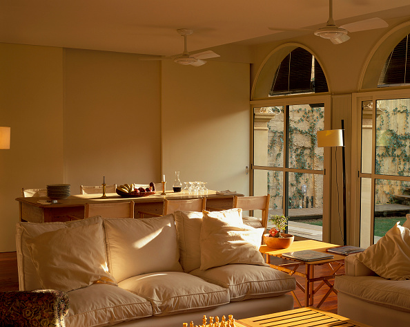 Sofa「View of a house with adjoined dining room and living room」:写真・画像(17)[壁紙.com]