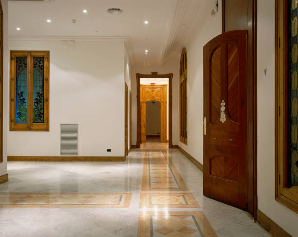 View of a hallway in an opulent house:ニュース(壁紙.com)