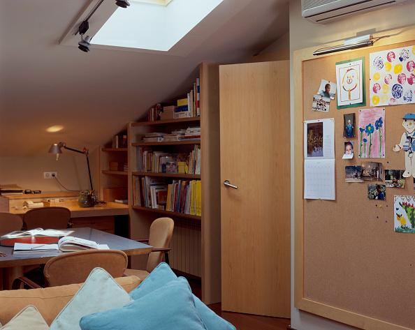 Tidy Room「View of a home office having a skylight」:写真・画像(12)[壁紙.com]