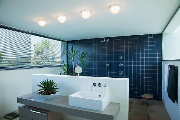 Tiled open shower in modern bathroom:スマホ壁紙(壁紙.com)