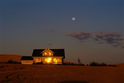 Moon「Farmhouse at Dusk」:スマホ壁紙(0)