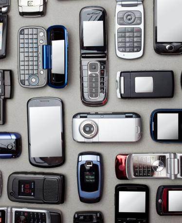 豊富「Multiple cell and smart phones shot from above」:スマホ壁紙(15)