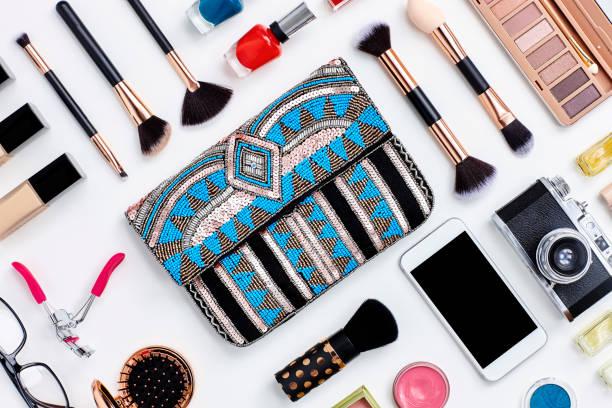 Knolling concept - flat lay beauty products and clutch bag:スマホ壁紙(壁紙.com)