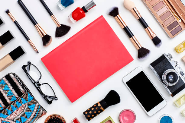 Knolling concept - note book flat lay with beauty products:スマホ壁紙(壁紙.com)