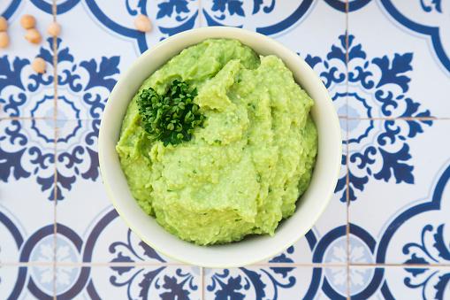 Avocado「Bowl of avocado hummus on tiles」:スマホ壁紙(16)