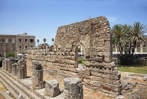 寺「6th BC Century Doric Temple of Apollo in Syracuse, Sicily.」:スマホ壁紙(10)